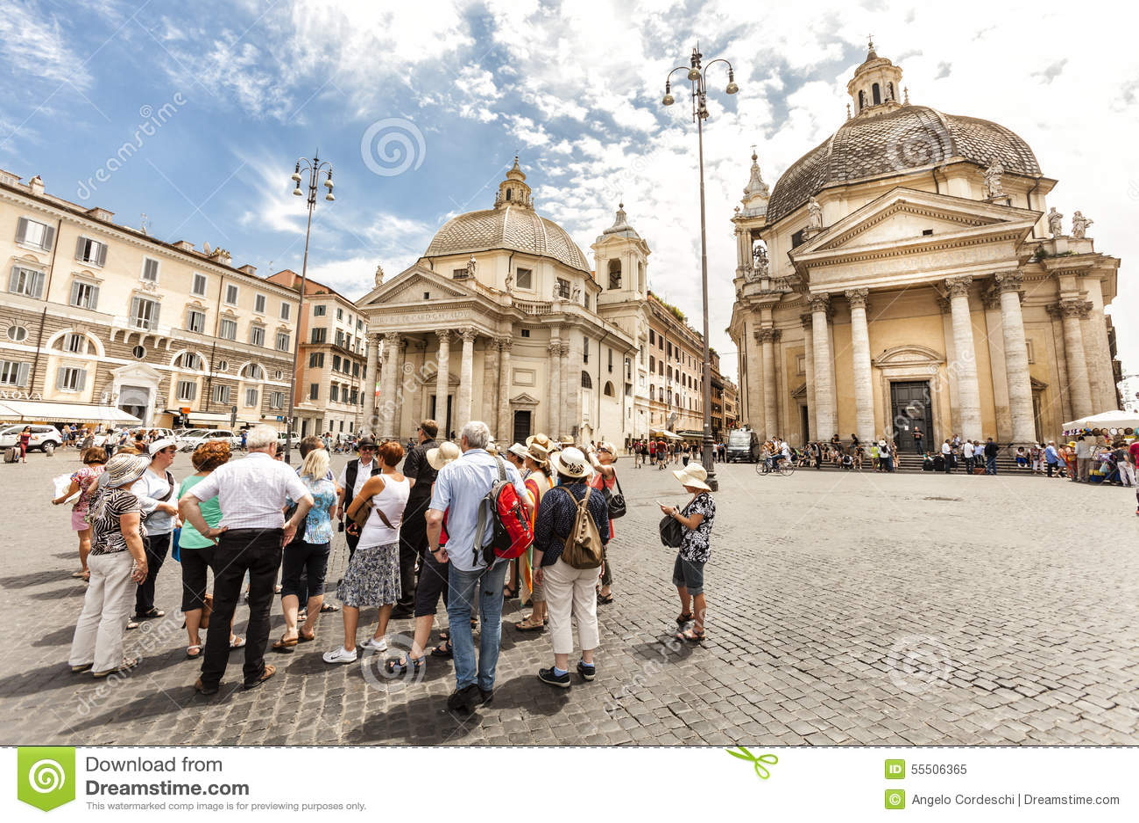 Turyści grupują z przewodnikiem wycieczek w Rzym, Włochy Piazza del popolo _