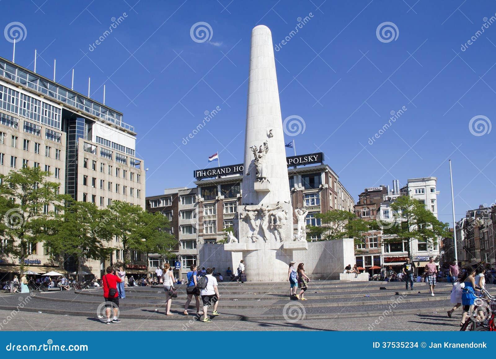 Turyści w Amsterdam