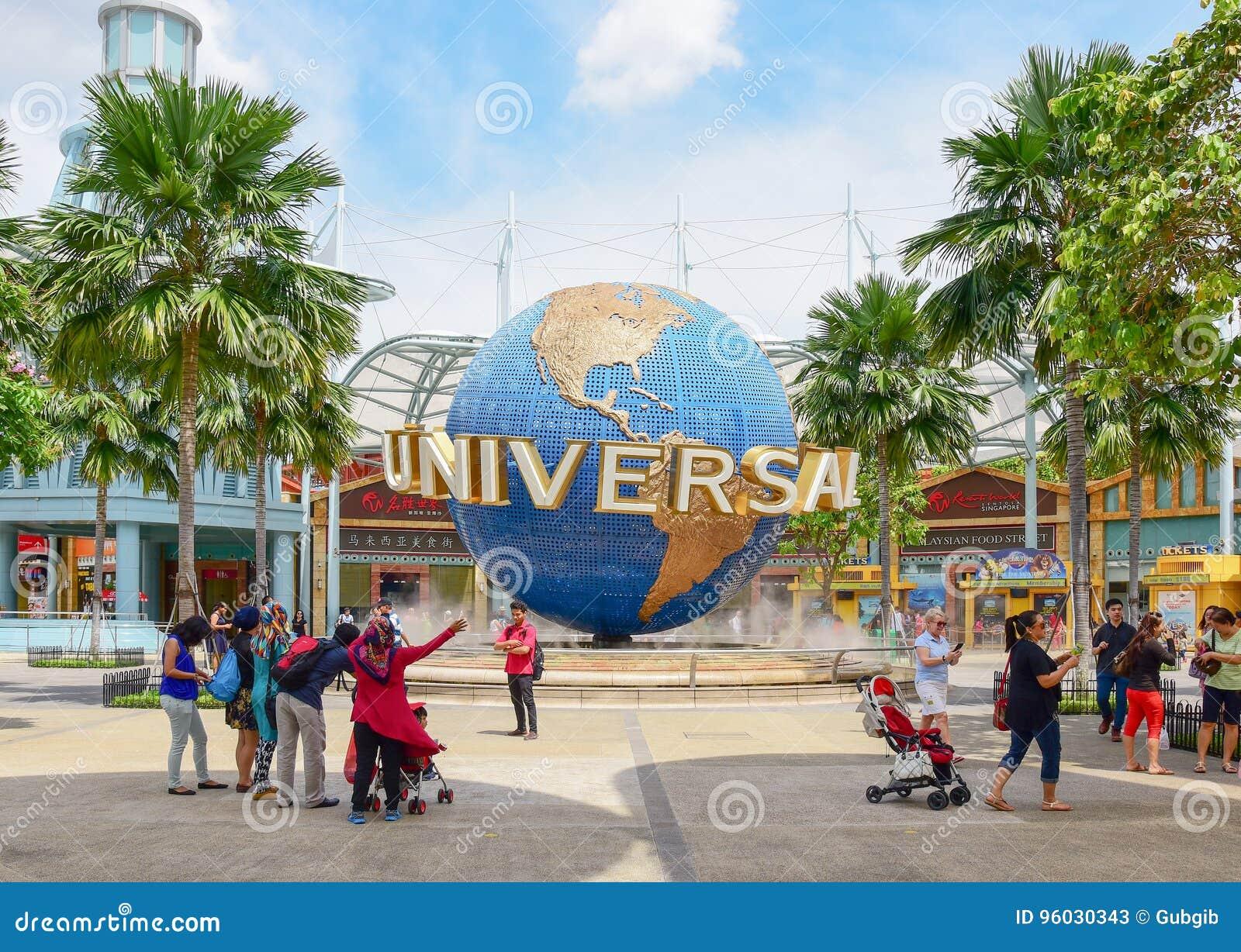 Turyści w universal studio Singapur