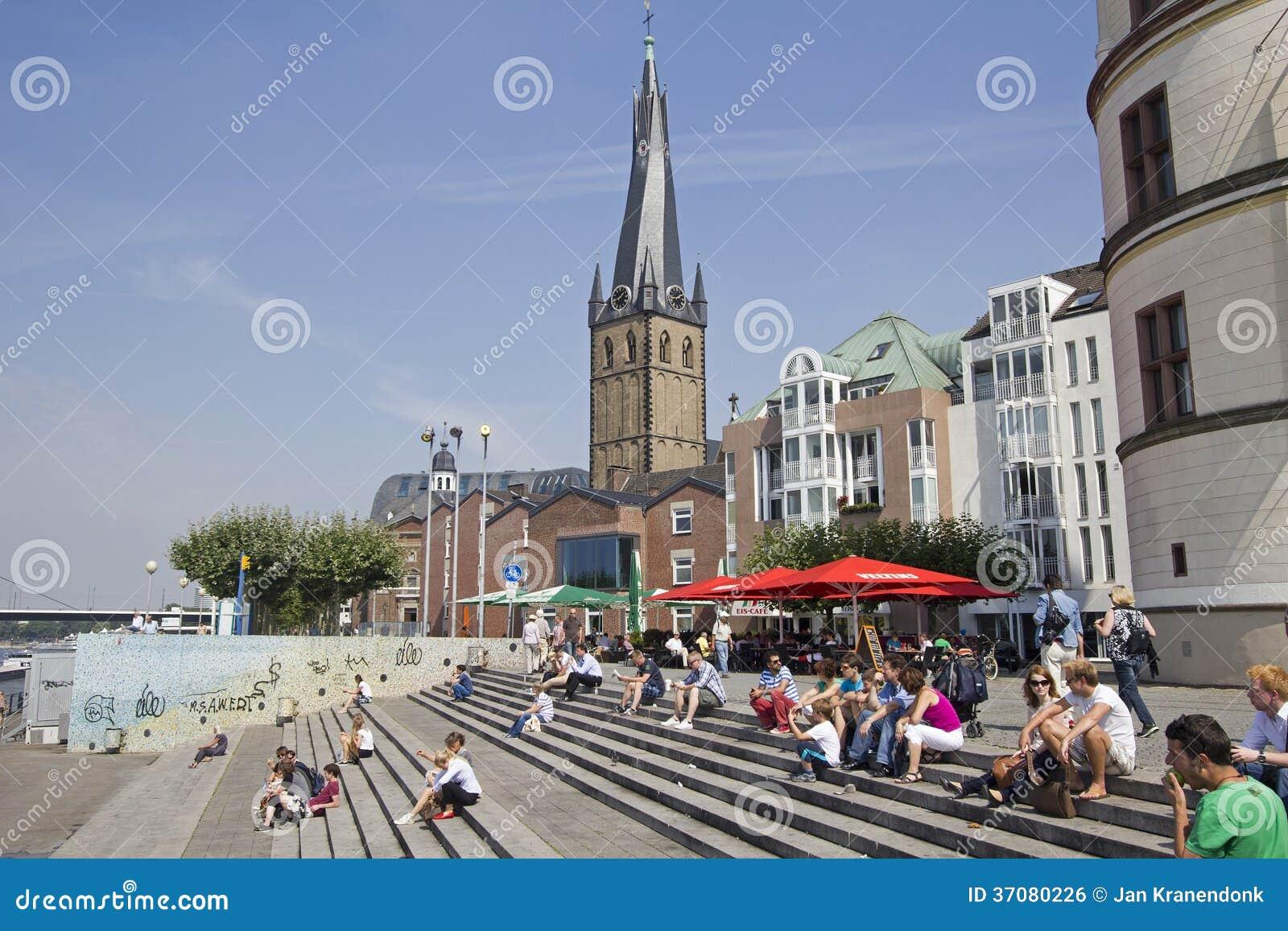 Download Turyści w Dusseldorf zdjęcie editorial. Obraz złożonej z antyczny - 37080226