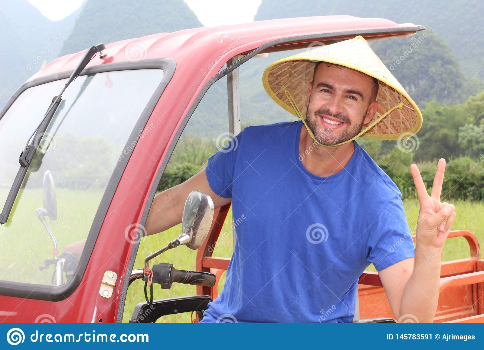 Turysta ma zabawę w Azja