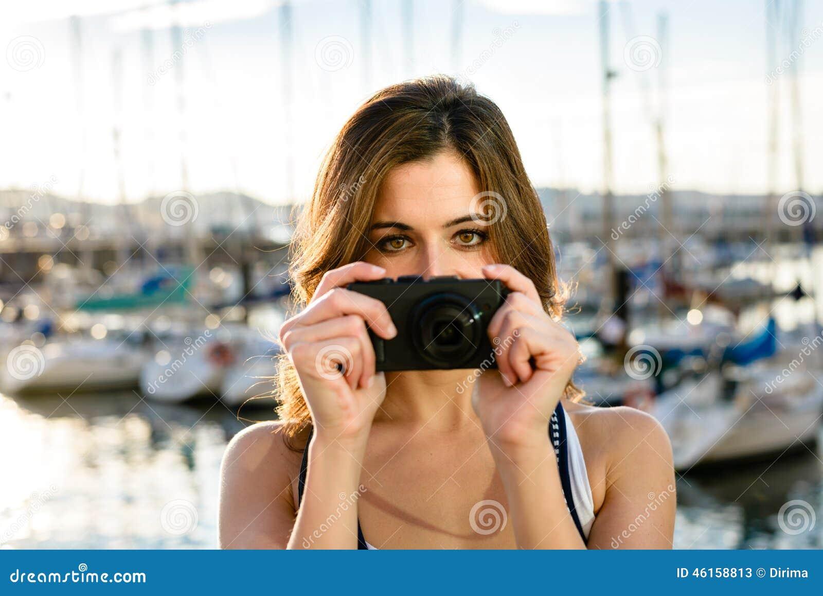 Turysta na brać obrazek schronieniem