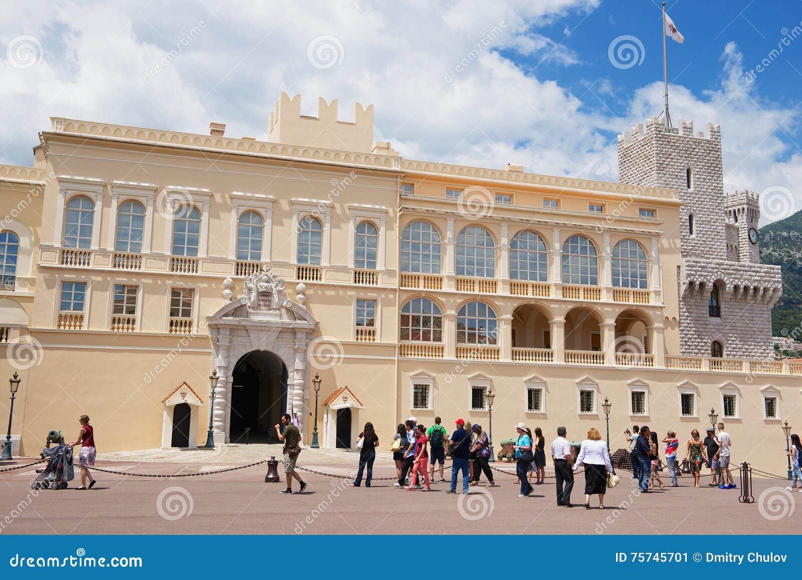 Turysta wizyta Prince&-x27; s pałac w Monaco, Monaco