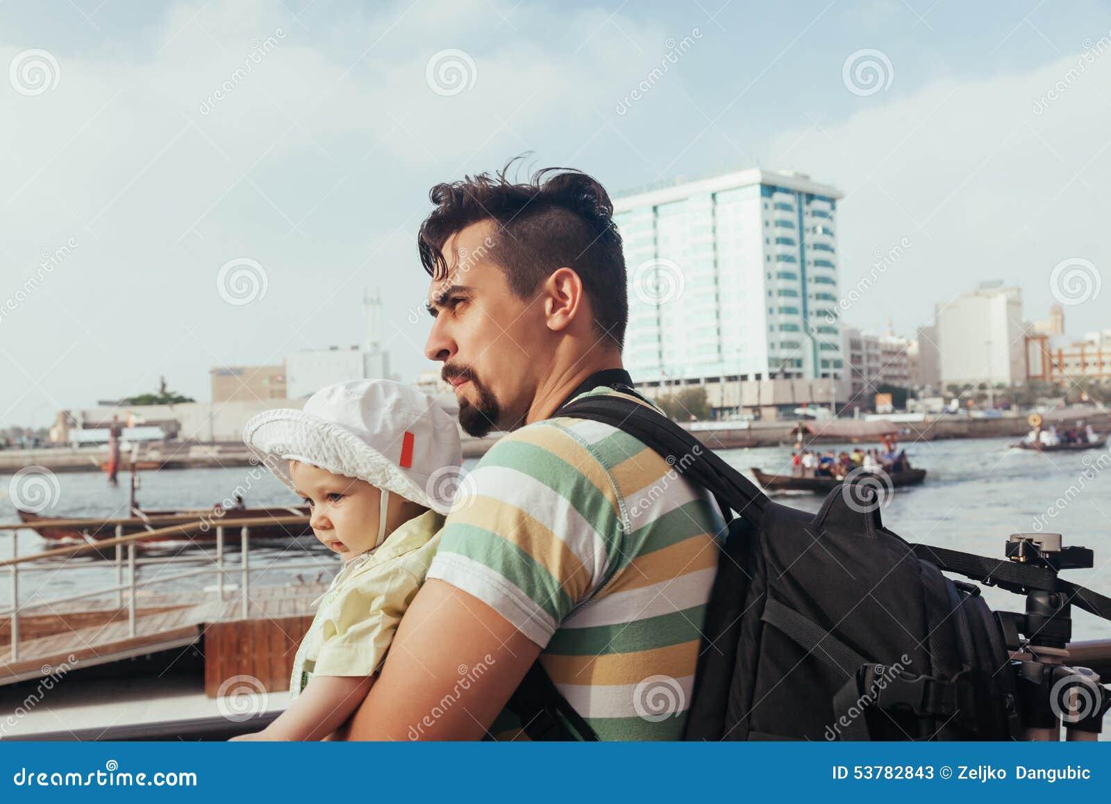 Turystyczny ojciec I syn