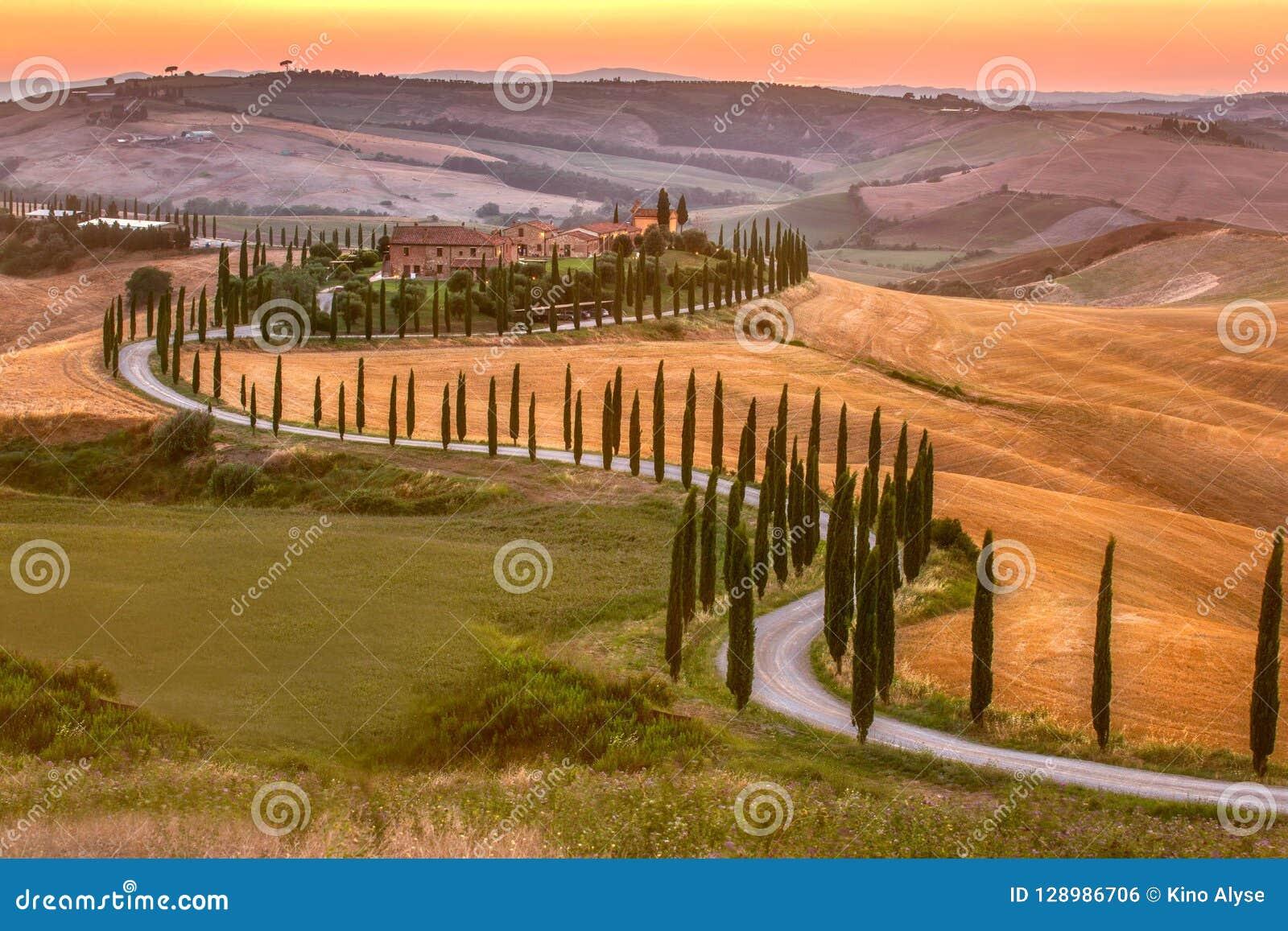 Tuscany för Monticchiello platssommar eftermiddag
