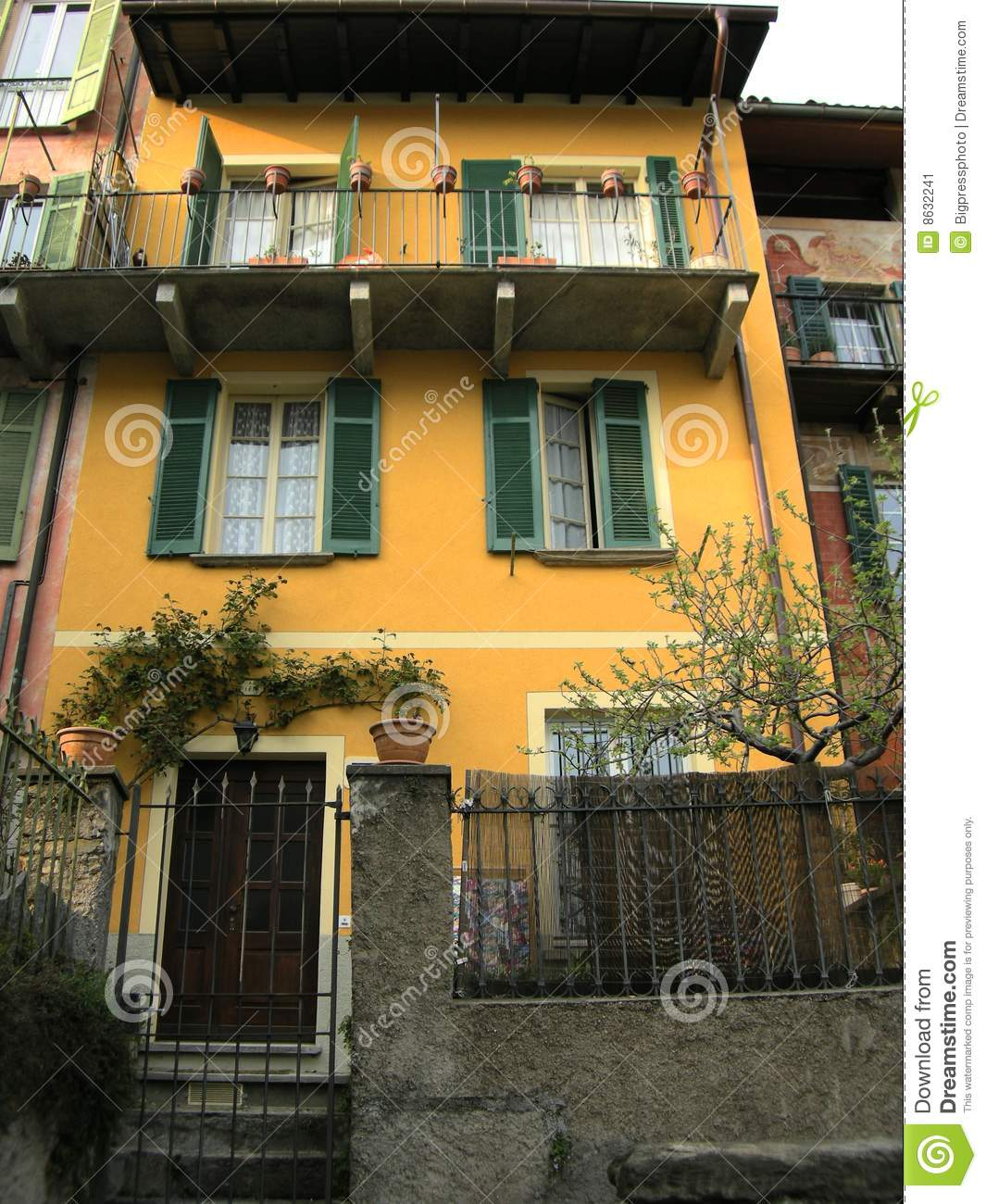 Tuscany italy typical villa house stock image image 8632241 for Pictures of italian houses