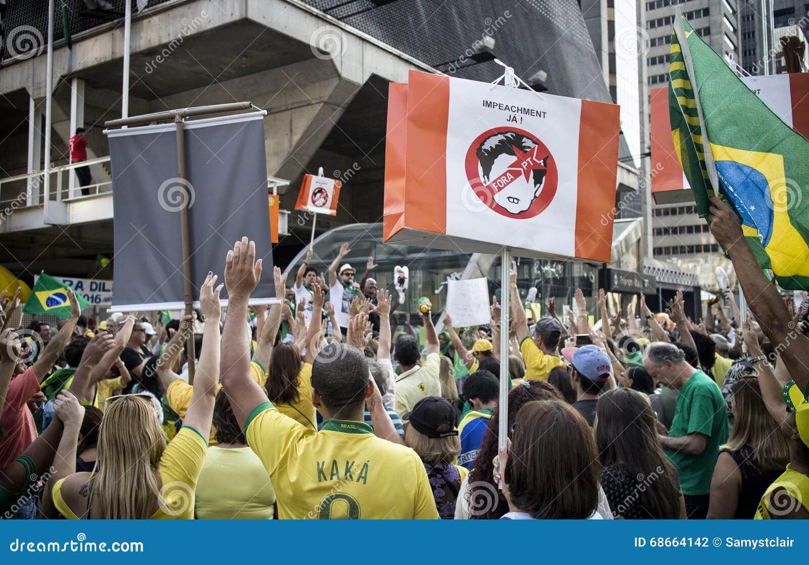 Tusentalshopsamling för enkorruption protest i Sao Paulo, Br
