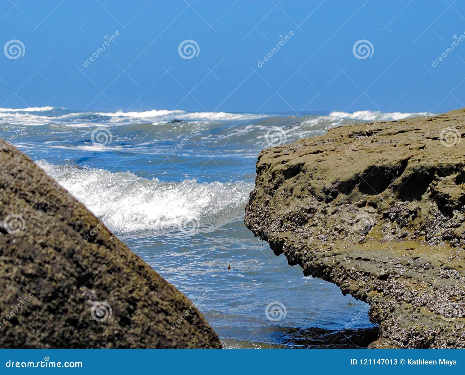 Tussen een rots