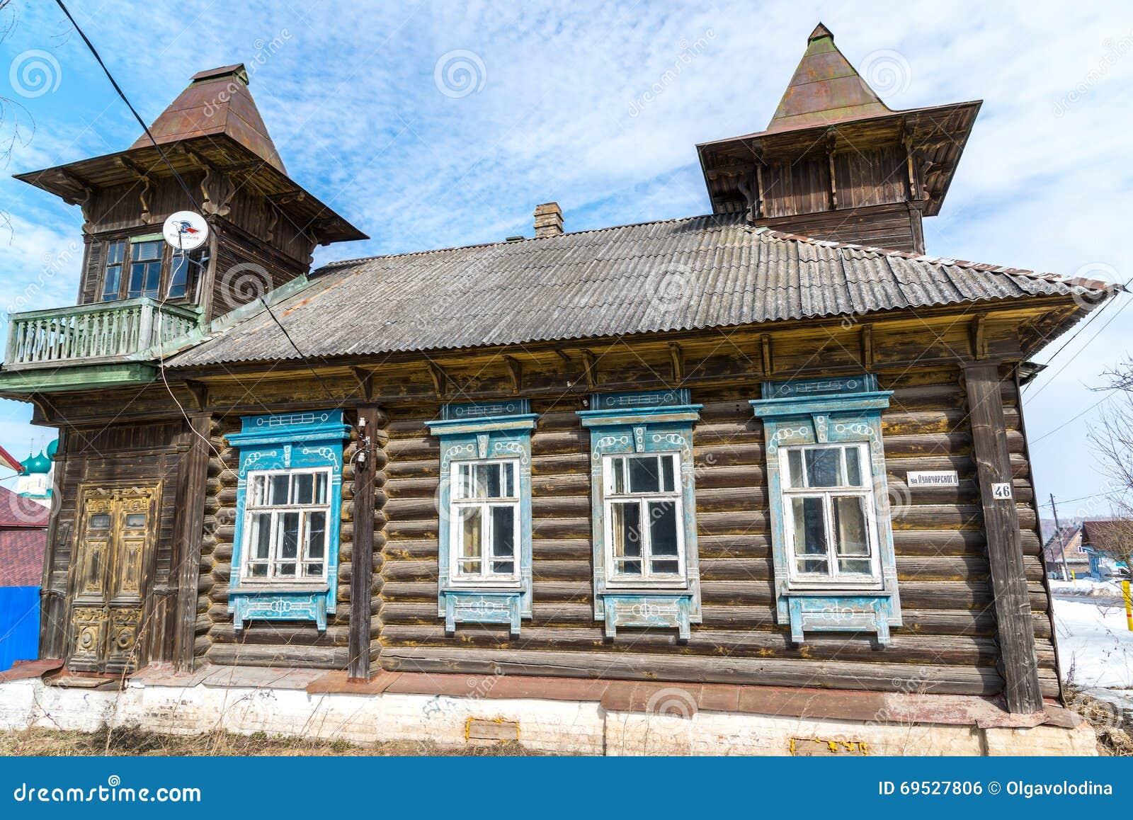 Tutaev, Россия - 28-ое марта 2016 Архитектура и общий вид городка