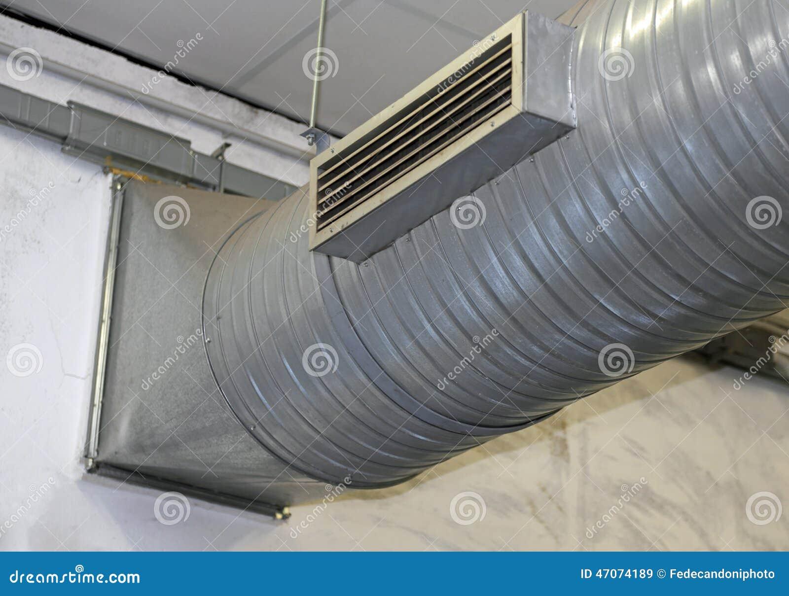 tuyau d 39 acier de climatisation et de chauffage dans une usine image stock image du froid. Black Bedroom Furniture Sets. Home Design Ideas