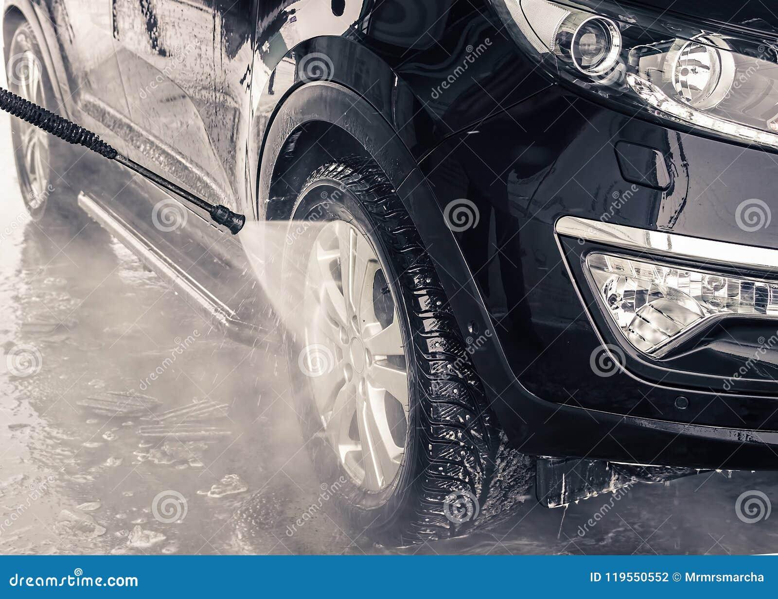 Tvättande bil close upp Högtryckvatten