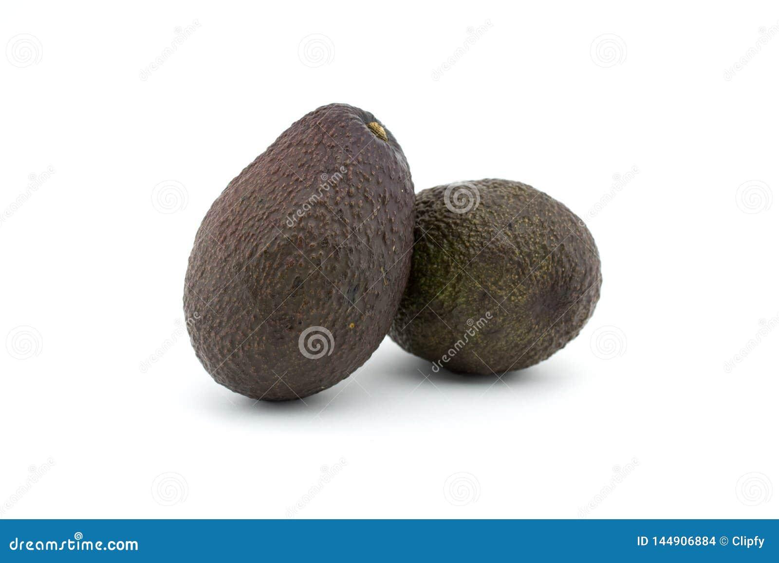 Två avokadon eller avokador på vit bakgrund Avokadot har många näringsämnar