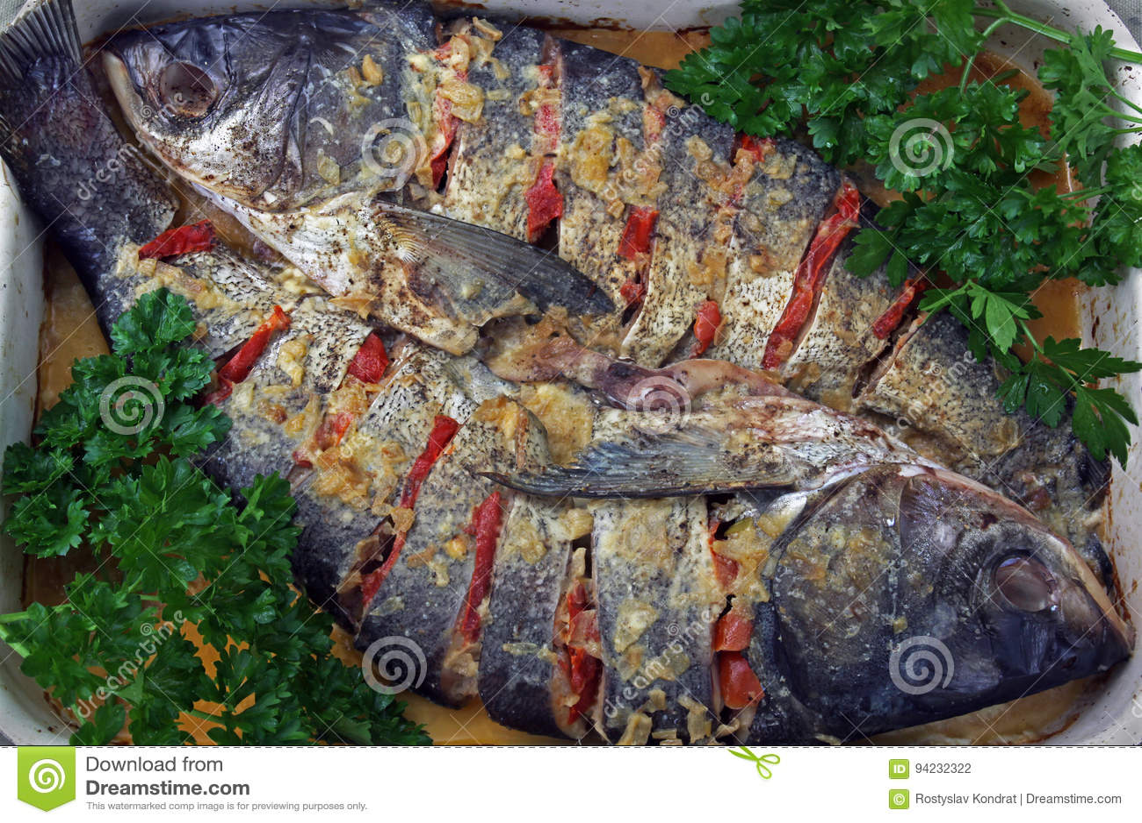 Två bakad fisk