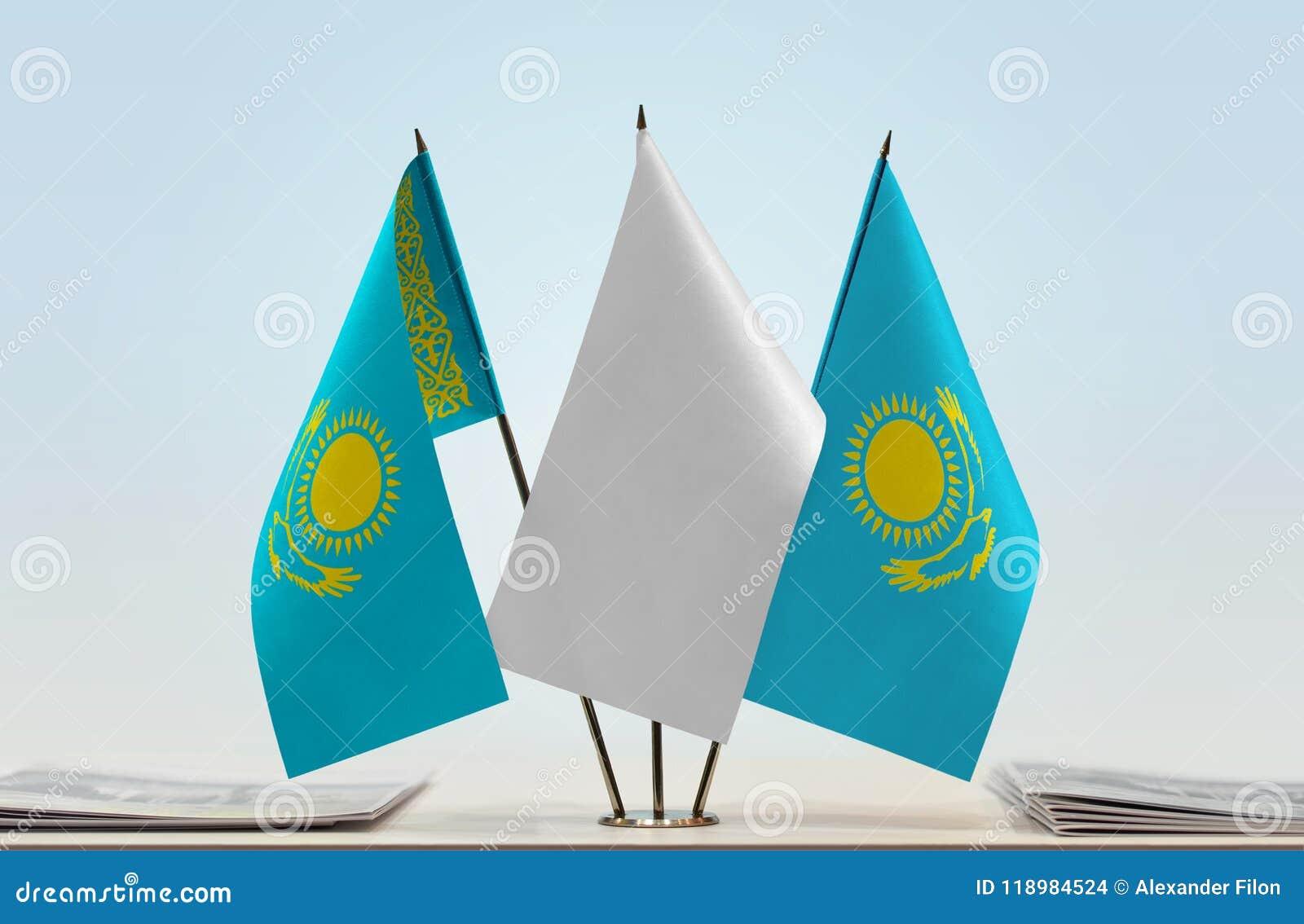 Två flaggor av Kasakhstan