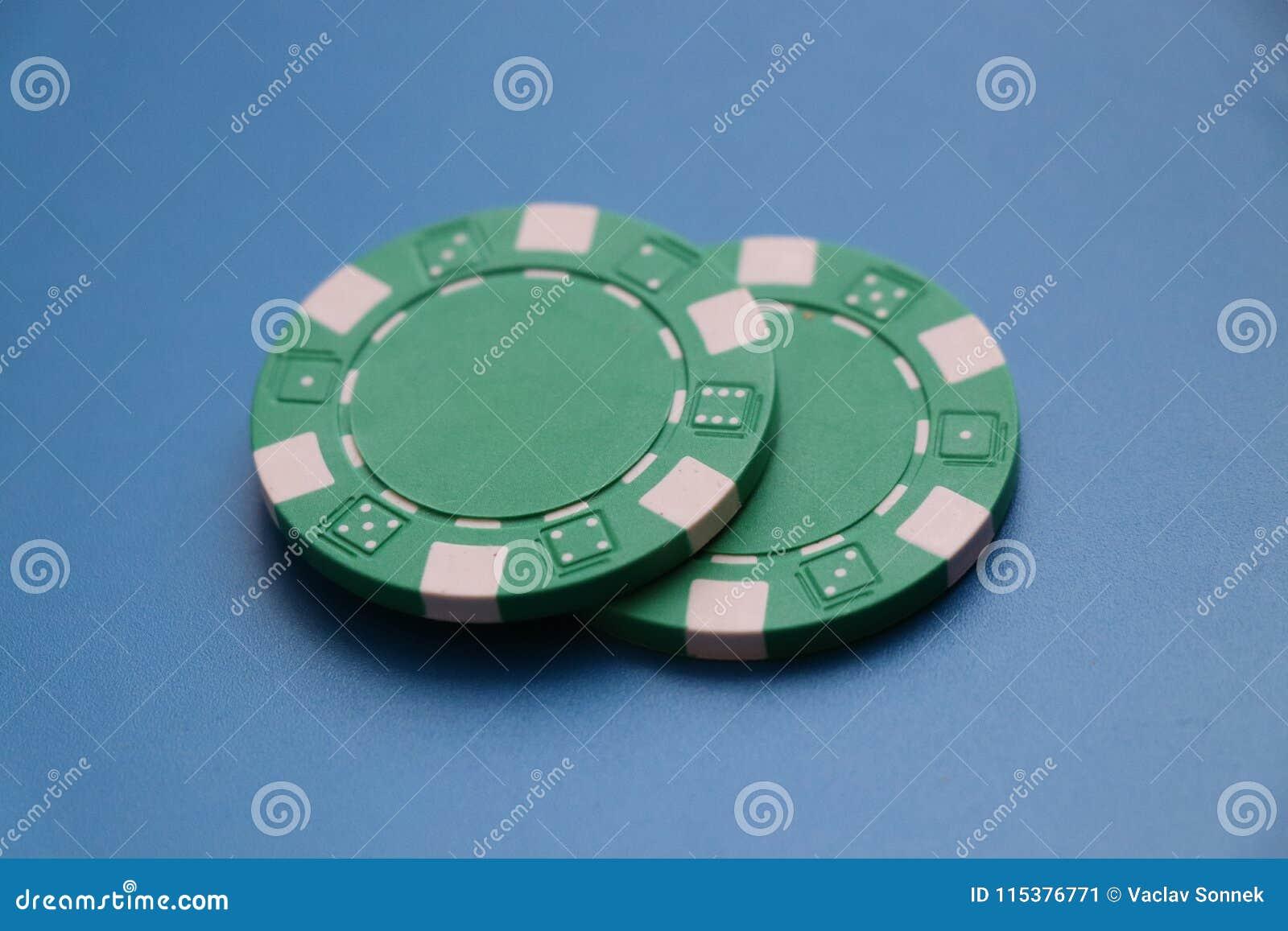 Två gröna tecken för att spela roullete eller någon poker