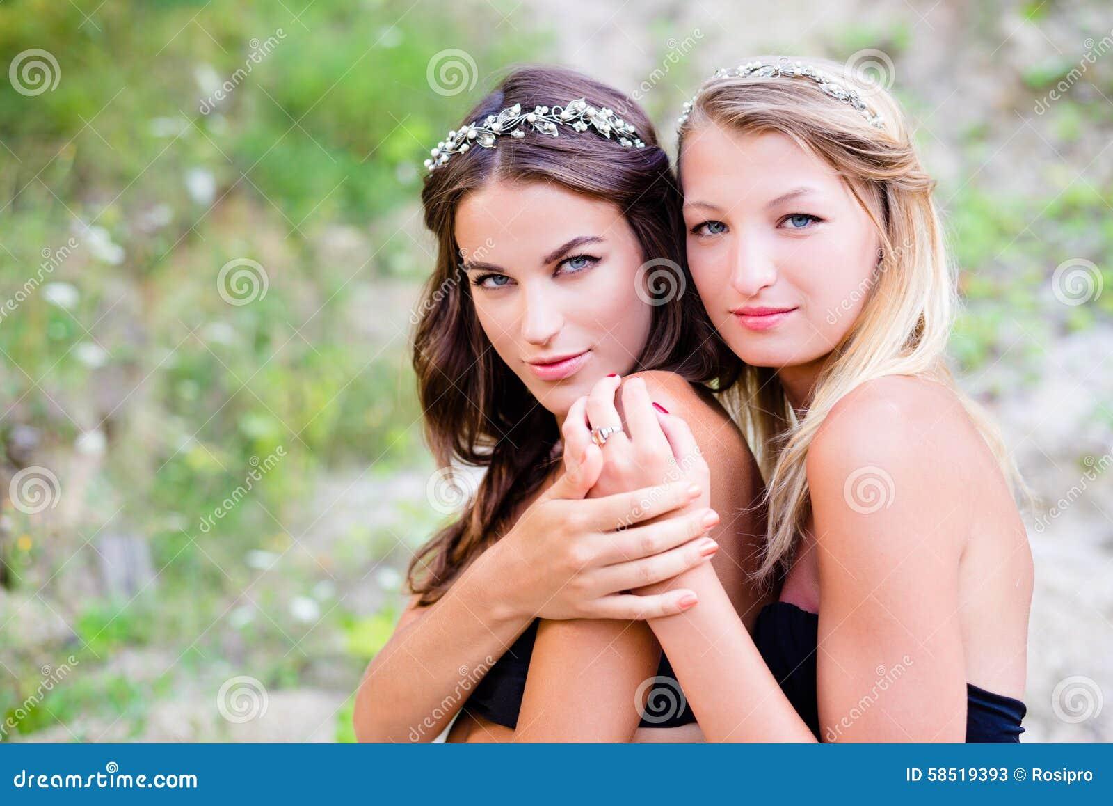 naken bilder på unga damer