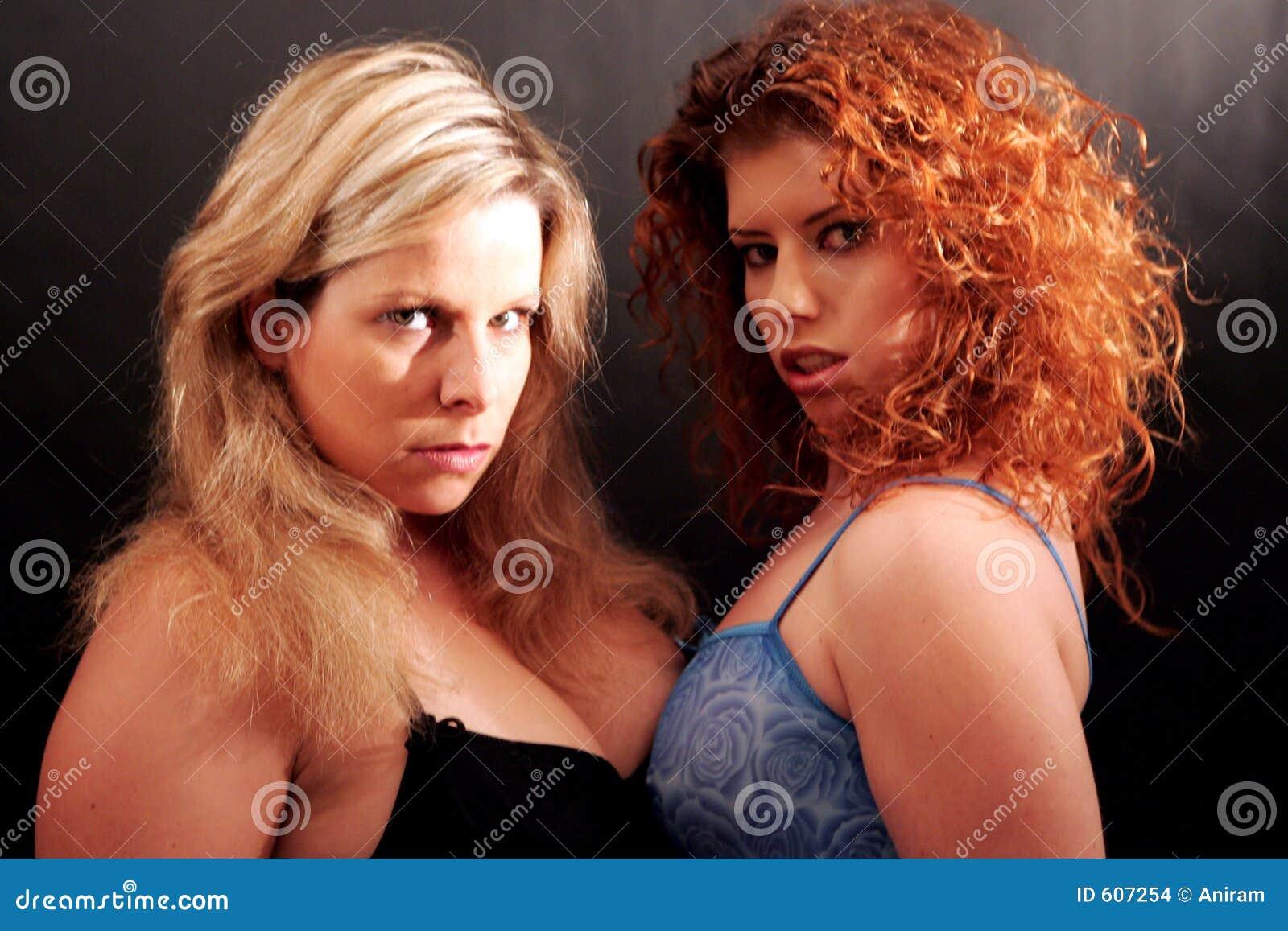 Två kvinnor
