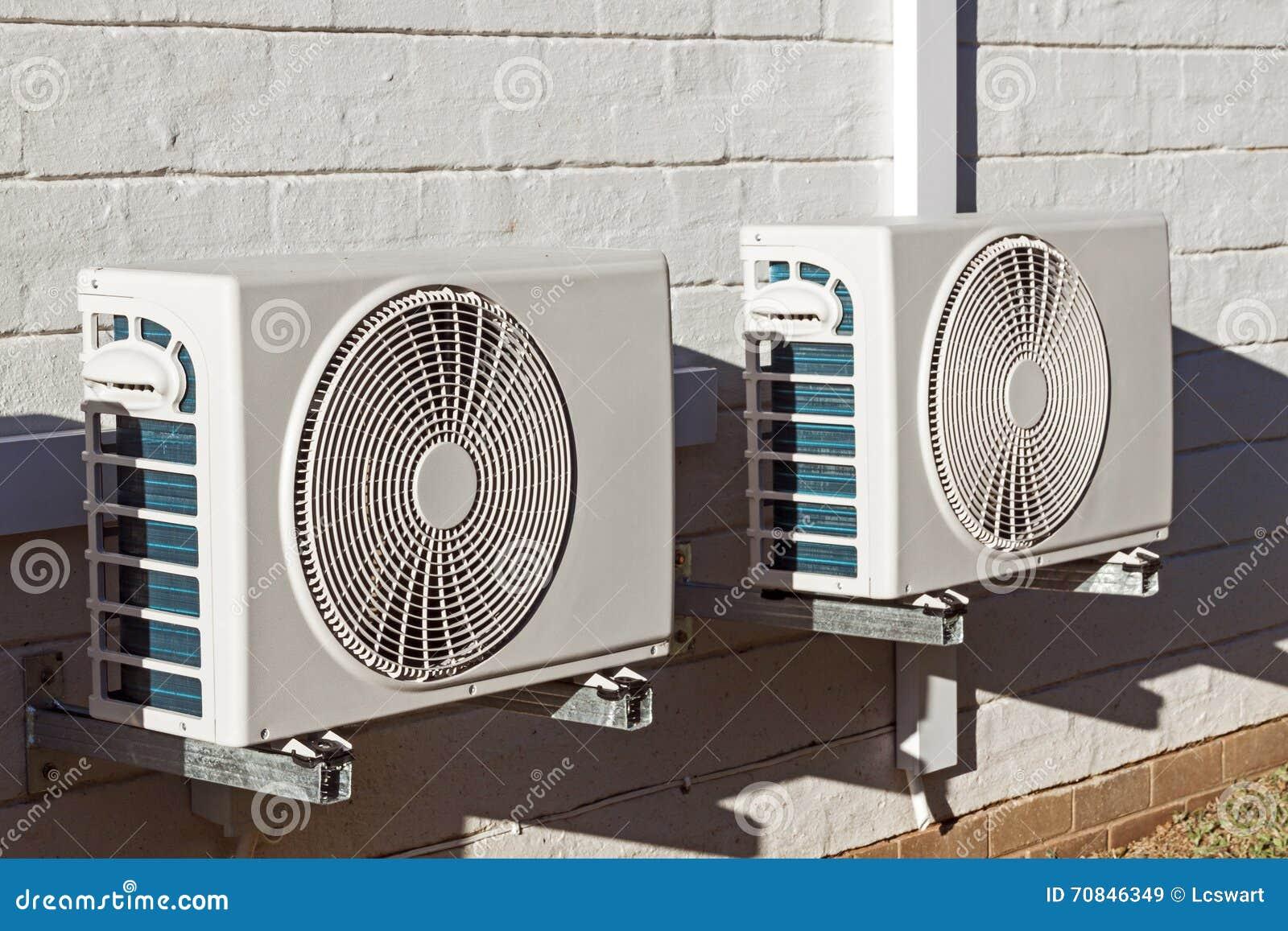 Två nyligen installerade Airconditioningenheter som monteras på Walll