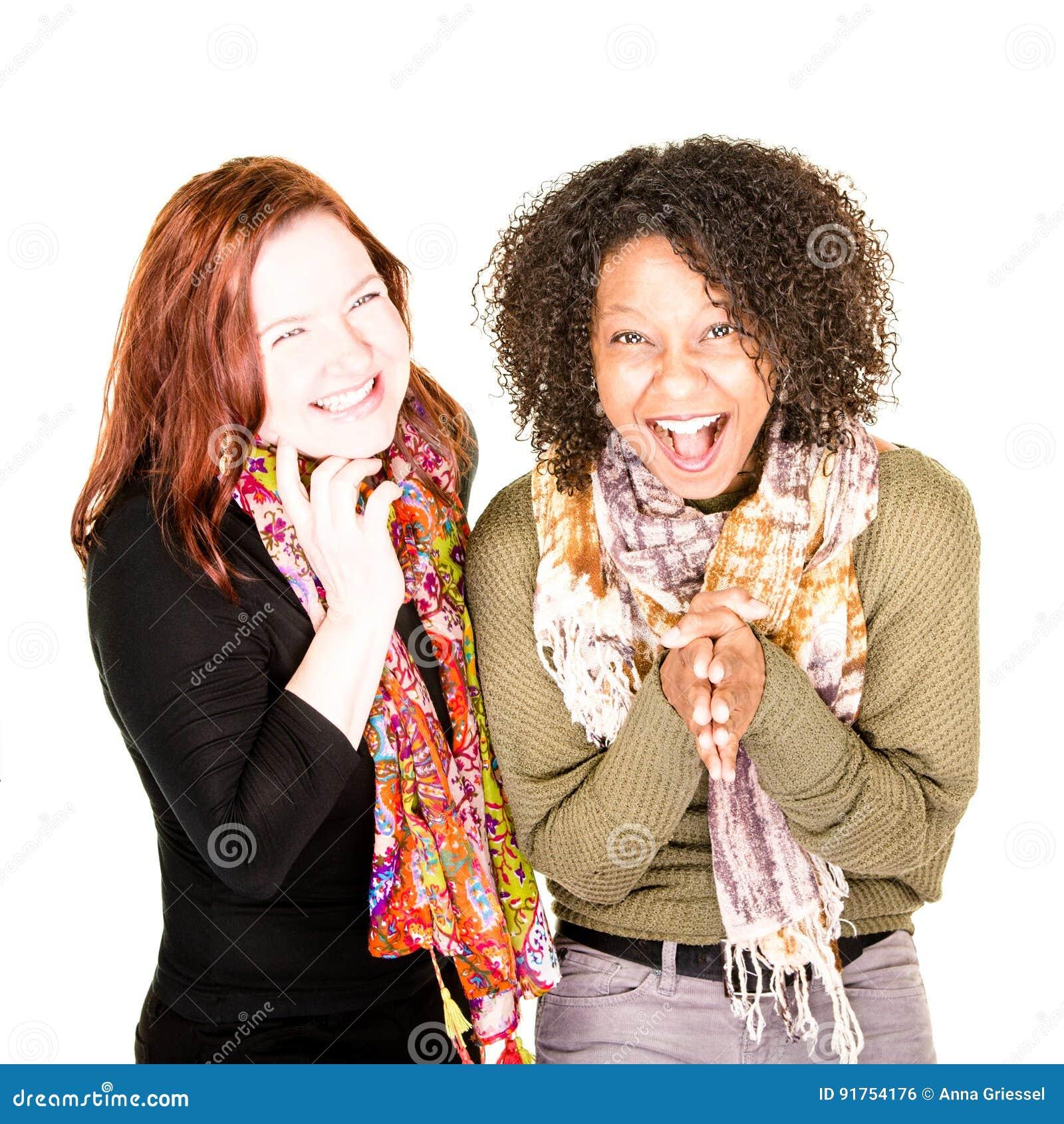 Två skratta härliga kvinnor