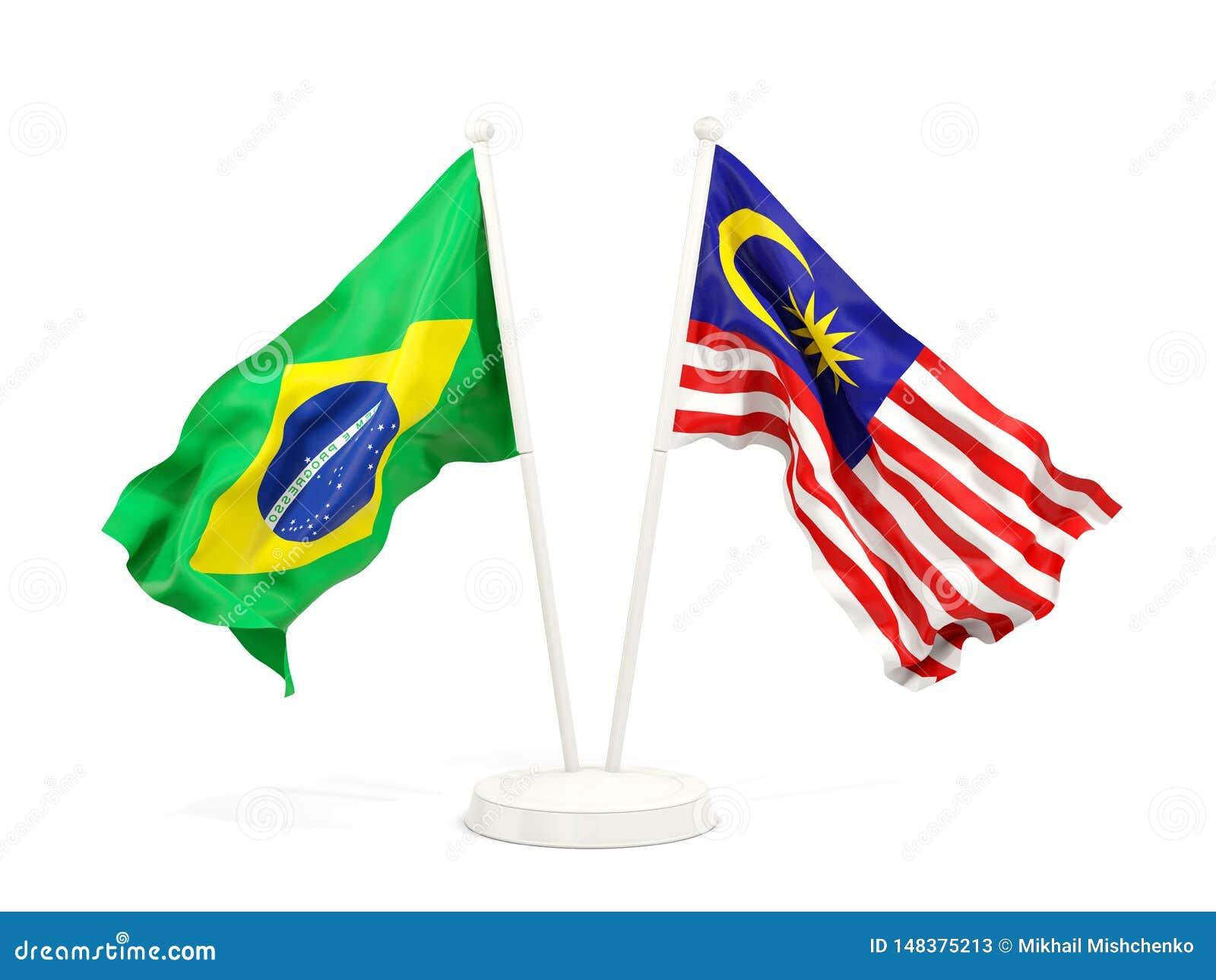 Två vinkande flaggor av Brasilien och Malaysia som isoleras på vit