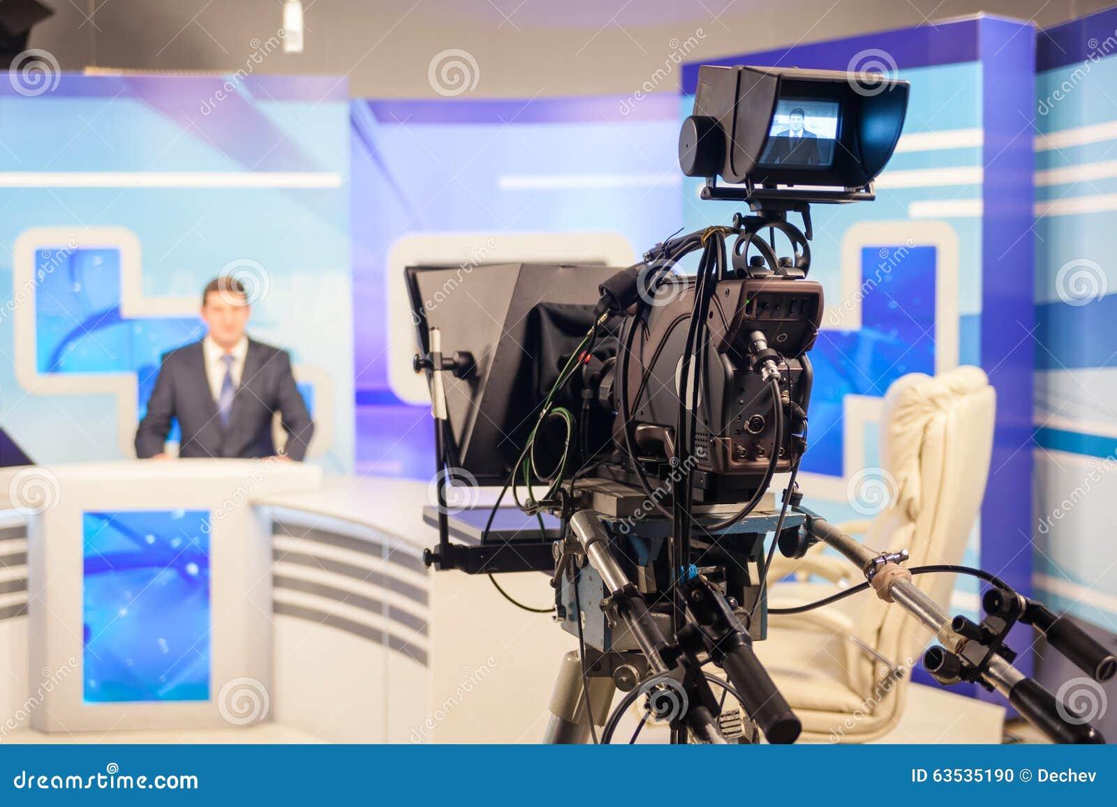 Tv camera recording male reporter or anchorman live for Camera it web tv