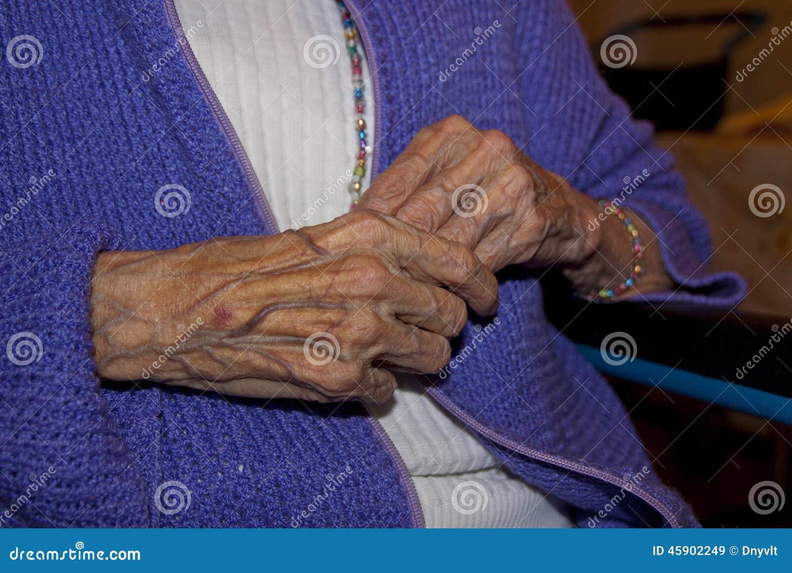 we wibe gamla kåta kvinnor