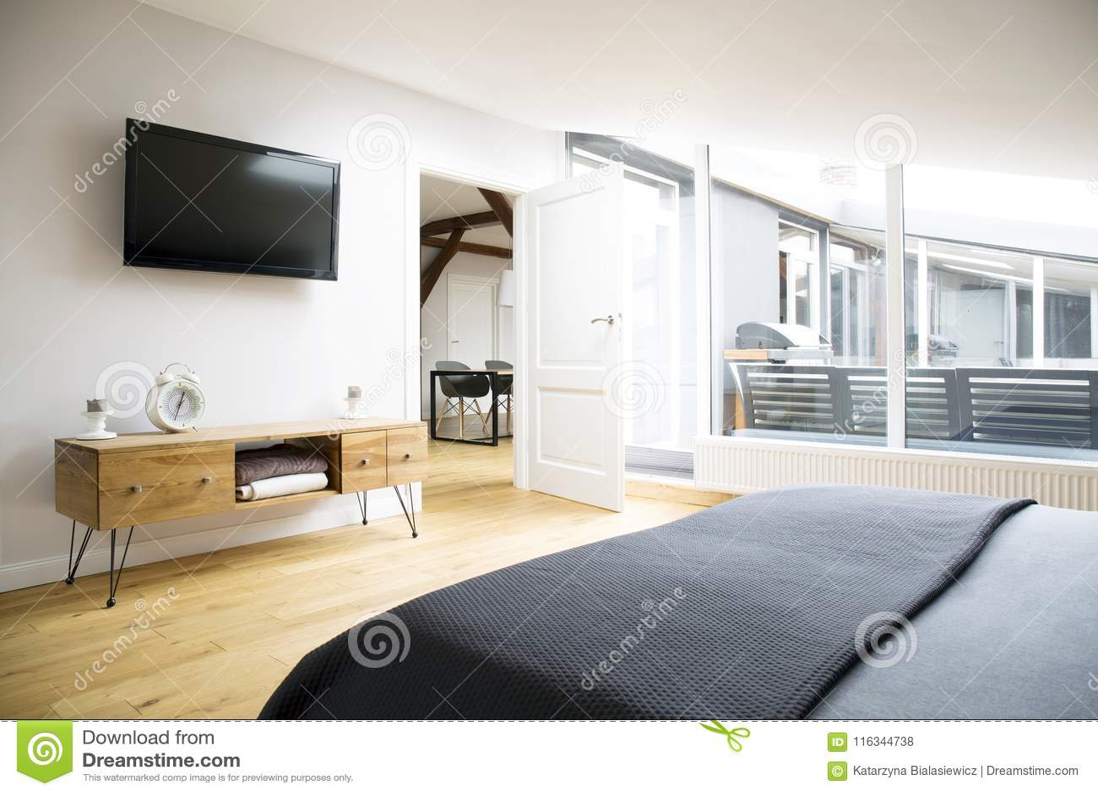 TV i gabinet w mieszkaniu