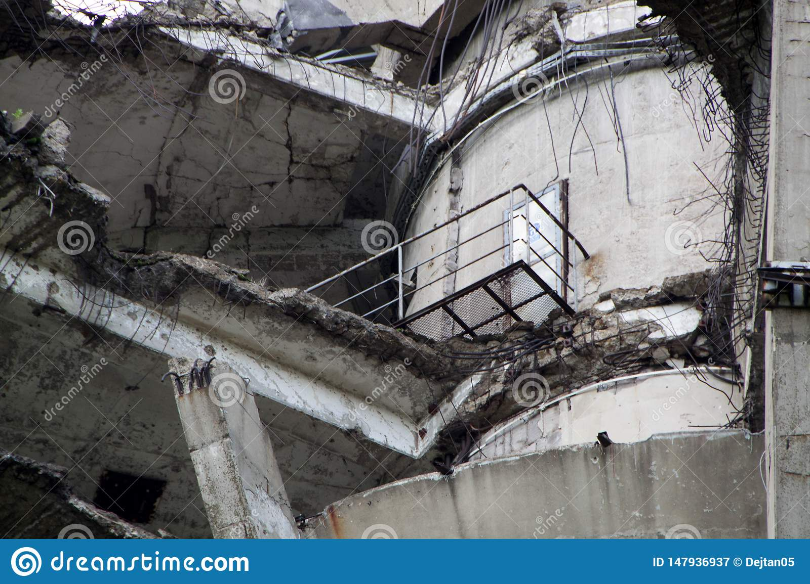 TV tower damaged in NATO bombing