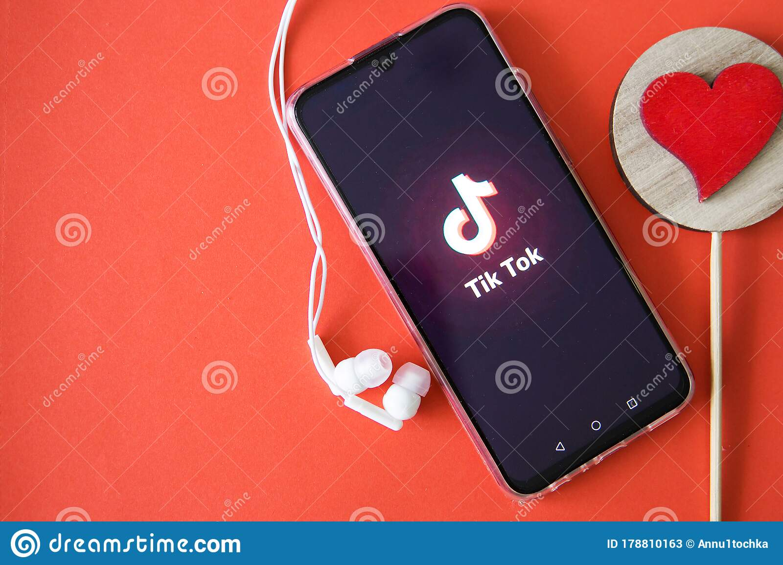 Tver Russia April 9 2020 The Tik Tok Logo On The Smartphone Screen On A Red Background With Headphones Tick Tok Icon Logo Of Editorial Stock Photo Image Of Covid19 Gadget 178810163