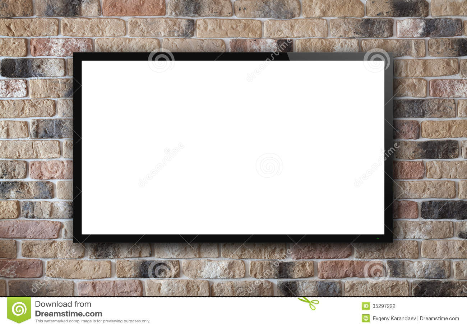 TVskärm på tegelstenväggen