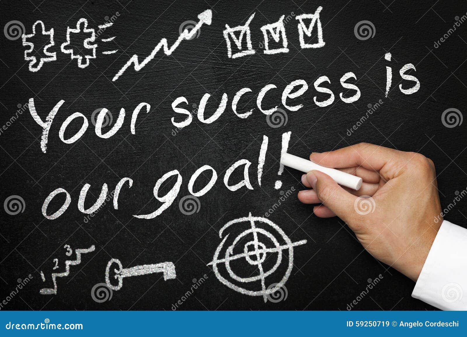 Twój sukces jest nasz celem Blackboard lub chalkboard z ręką i kredą