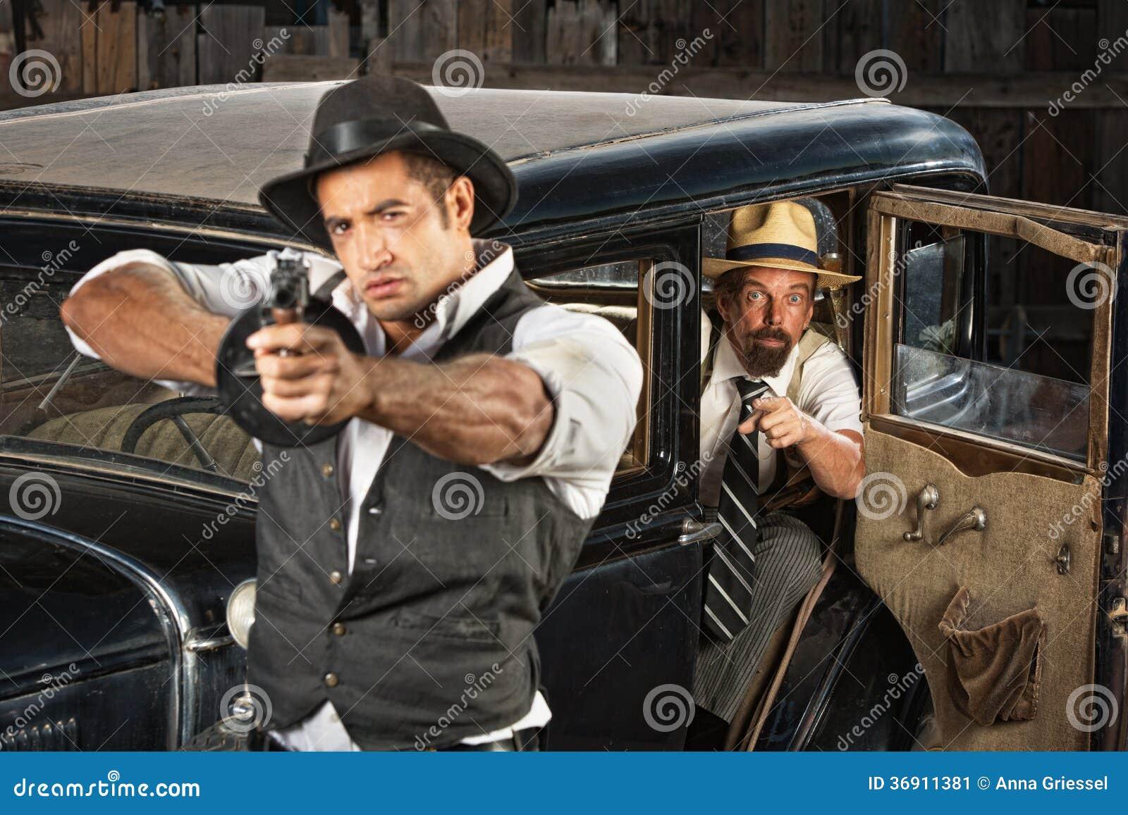 Twardy Gangsterski celowanie pistolet