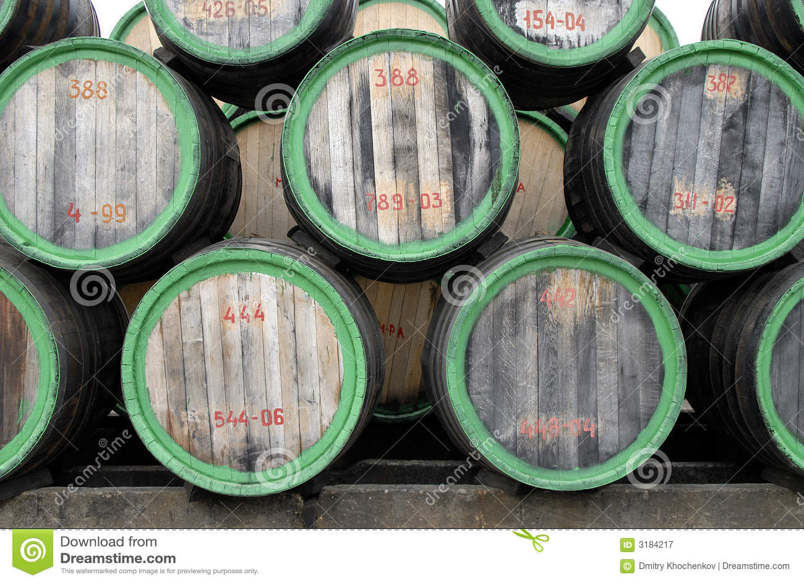 Twarz z beczki wina lasu.