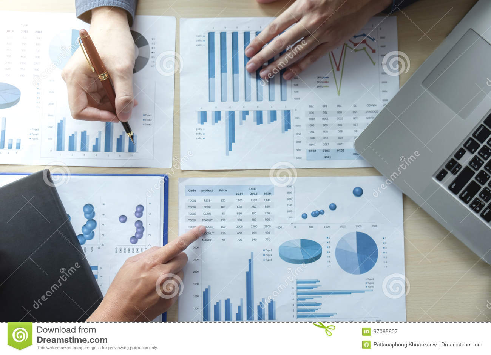 Twee Bedrijfsmens of accountant die Financiële investering, wri werken