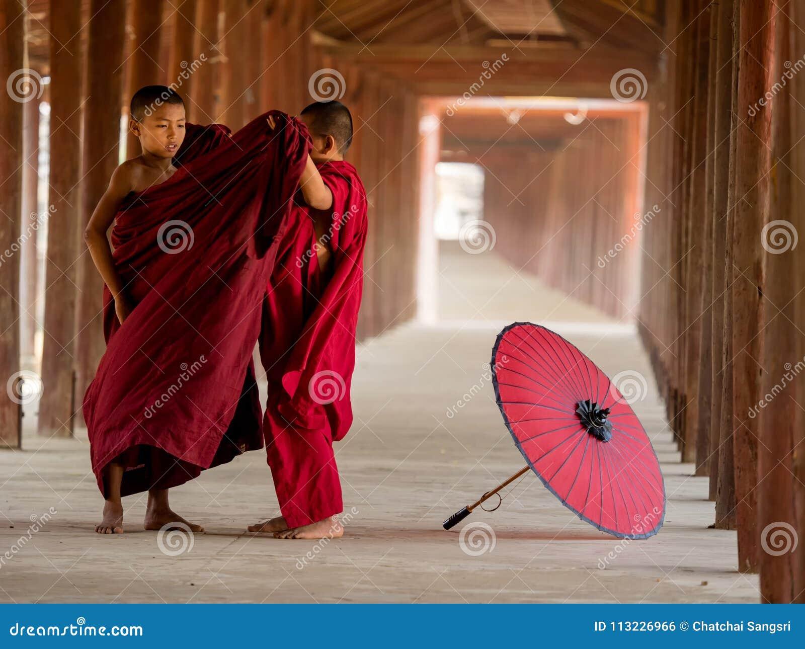 Twee boeddhistische monniksvulling