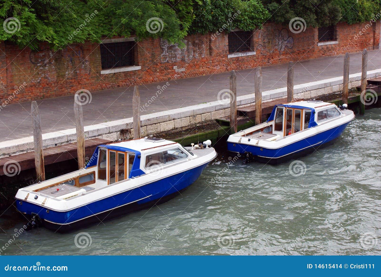 Twee boten op kanaal