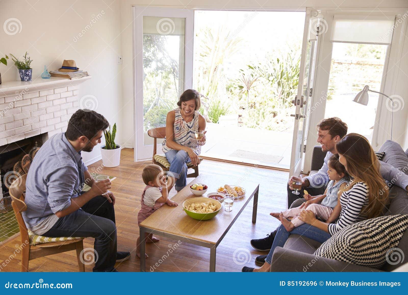 Twee Families die thuis bijeenkomen