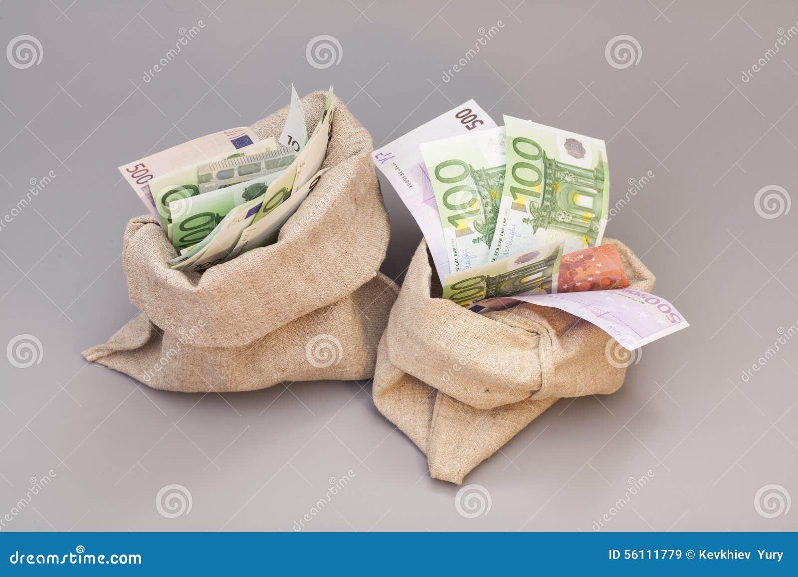 Twee Geldzakken met euro