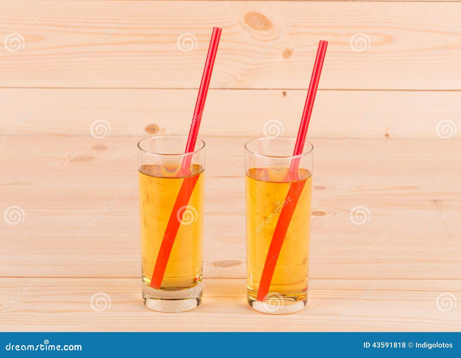 Twee glashoogtepunt van appelsap