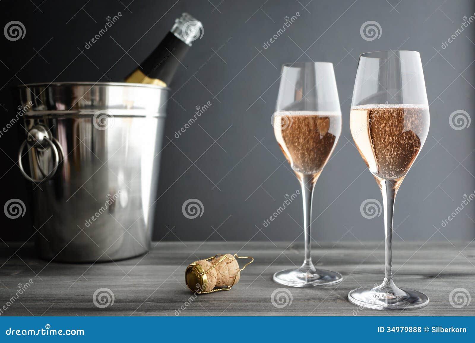 Twee Glazen van Rose Pink Champagne