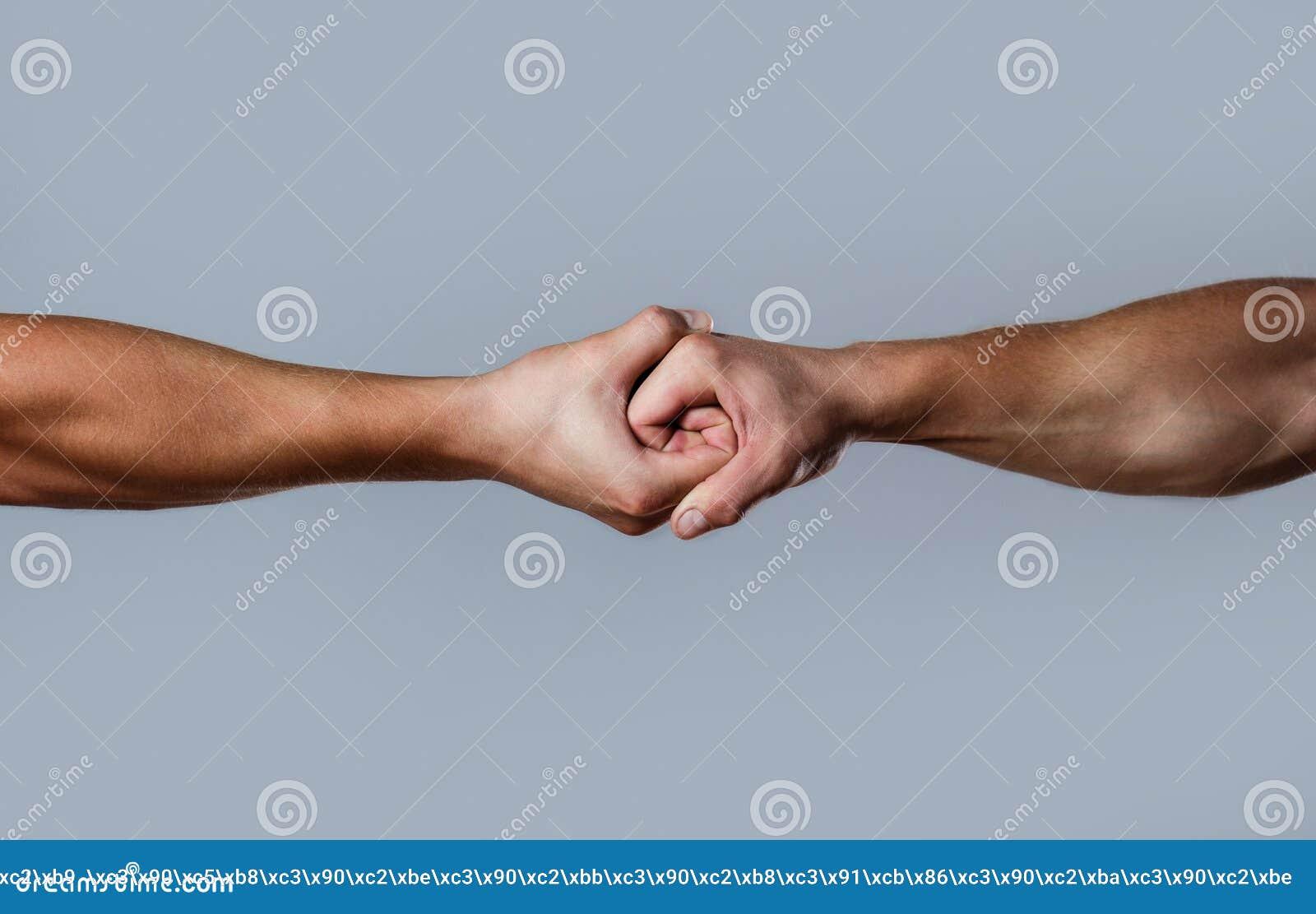 Twee handen, geïsoleerd wapen, die hand van een vriend helpen Vriendschappelijke handdruk, vrienden het begroeten Redding, die ha