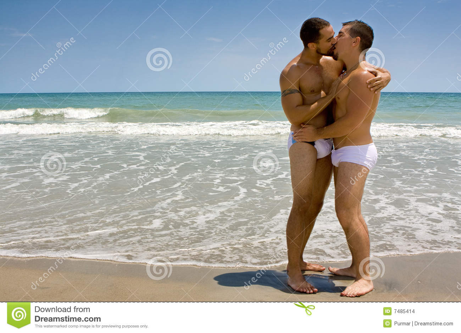 Twee het homoseksuele mensen kussen stock foto - Fotografia desnudo masculino ...