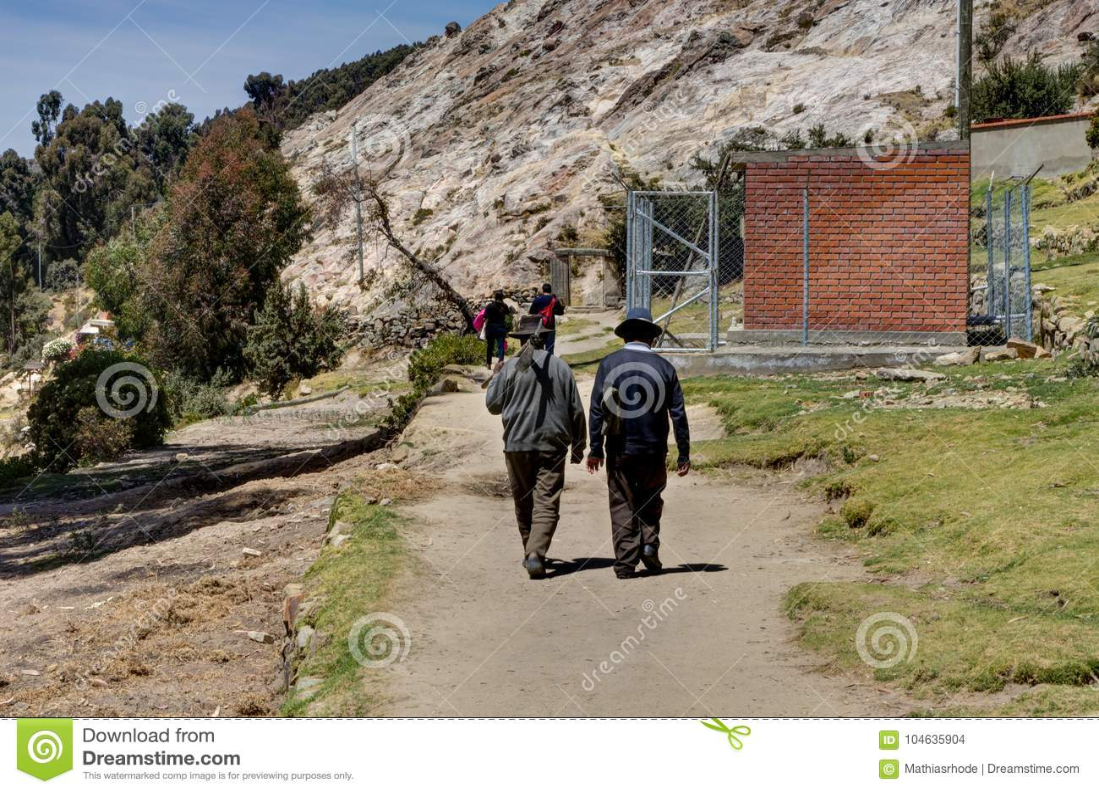 Download Twee Het Oude Meer Titicaca Van Mensenla Isla Del Sol Redactionele Stock Afbeelding - Afbeelding bestaande uit rots, amerika: 104635904