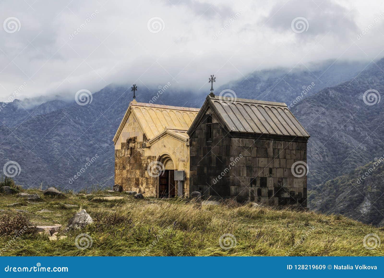 """Twee kerken Surb Nshan van het Middeleeuwse klooster Horomayr †""""is gevestigd Zuidoosten van Odzun-dorp, Lori-gebied,"""