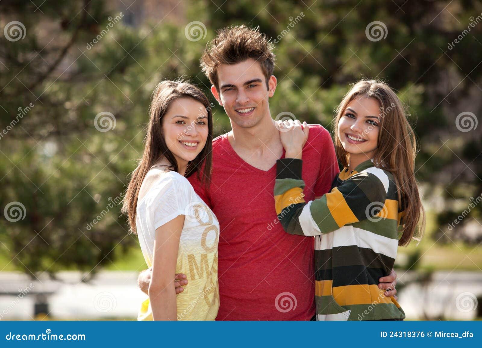 Twee schoolmeisjes en een gelukkige man