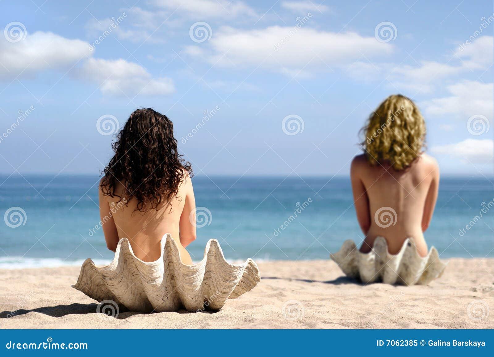 Twee meisjes in overzeese shells