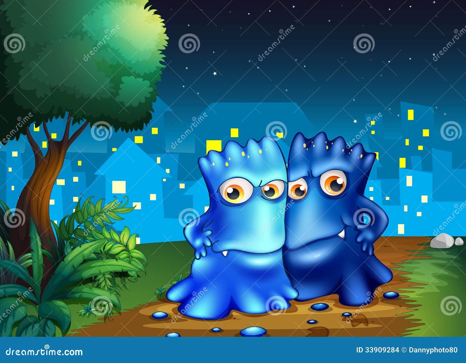 Twee monsters die in het midden van de nacht wandelen