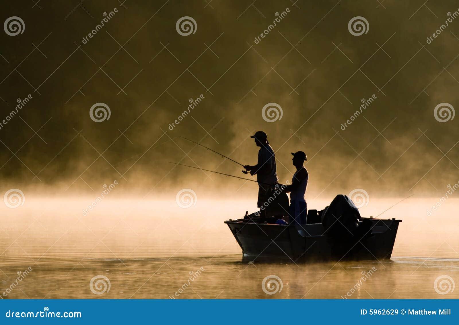 Twee Vissers die op een Meer vissen