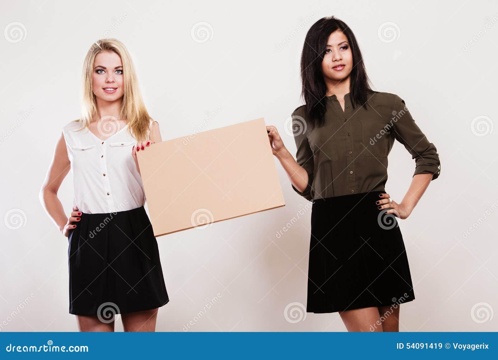 Twee vrouwen met lege raad