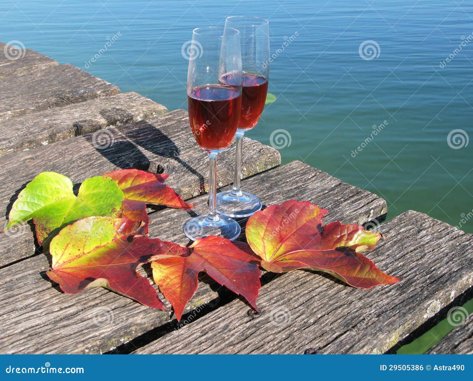 Twee wijnglazen
